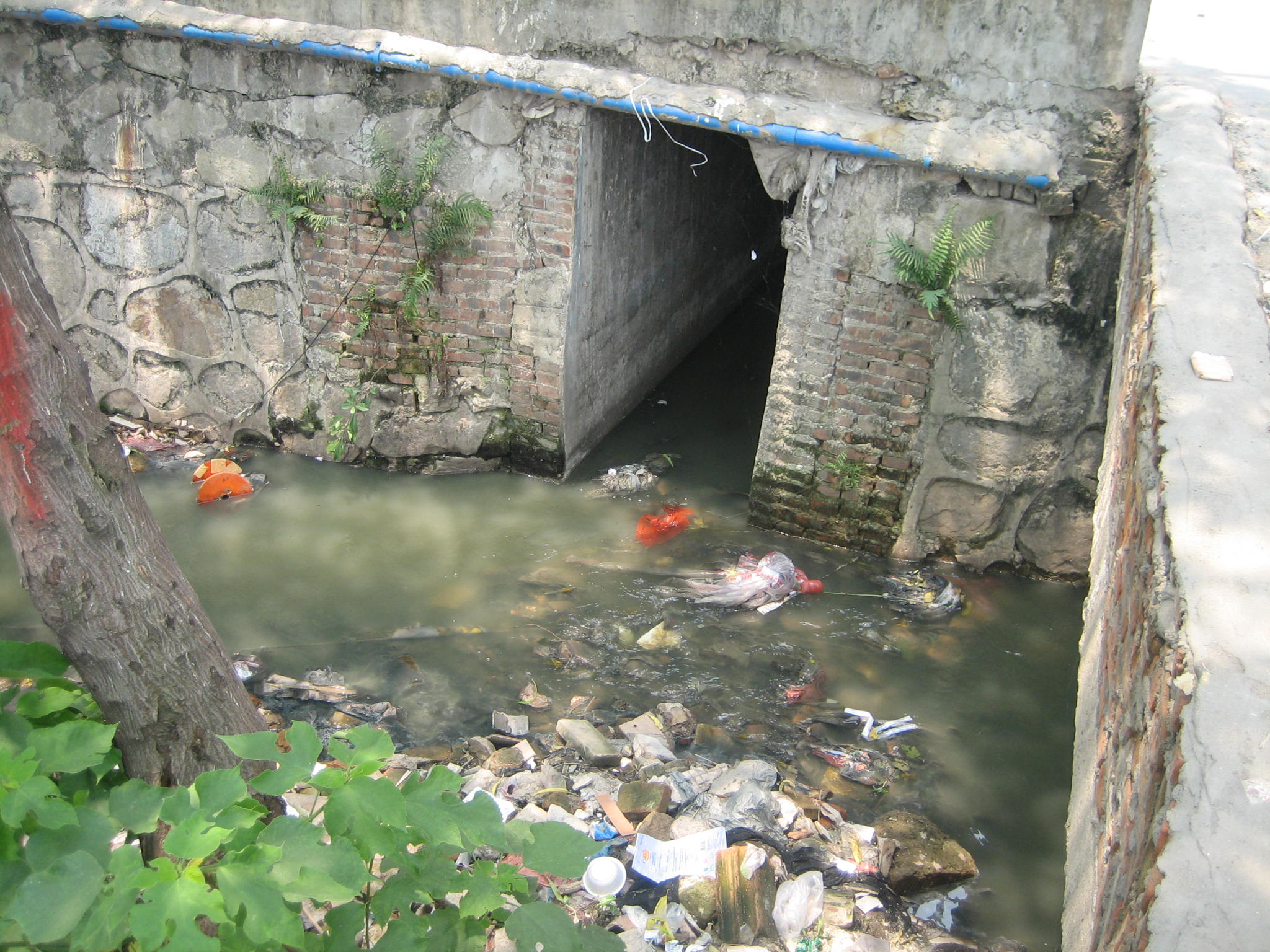 china_guangzhou_open_sewer_large
